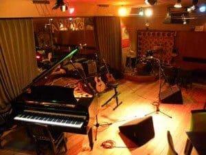 尾崎タカオギター教室の発表会に出演します。