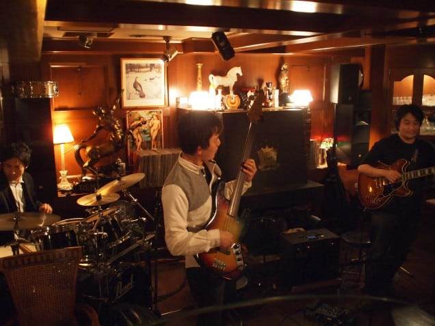 難波KENTにてNeaさん山口さんとのトリオライブでした。