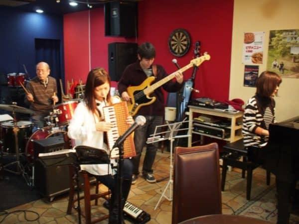 4月2日(土)はCafe de Iwaccoにて織野ナオさんと昼ジャズジャムセッション