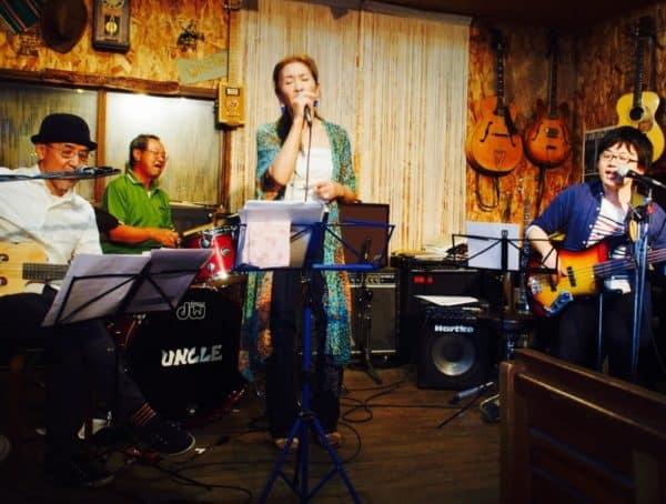 5月20日は猪名川のライブカフェ「アンクル」にて山中るいさんとライブでした。