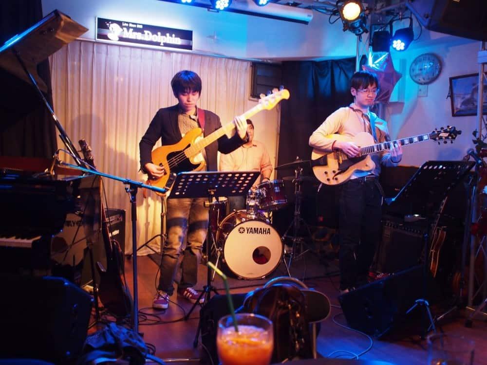 2月9日(木)本町のライブバーMrs.Dolphin(ミセスドルフィン)にてギタリストneaさんドラマー高野正明さんとジャムセッションホストです。